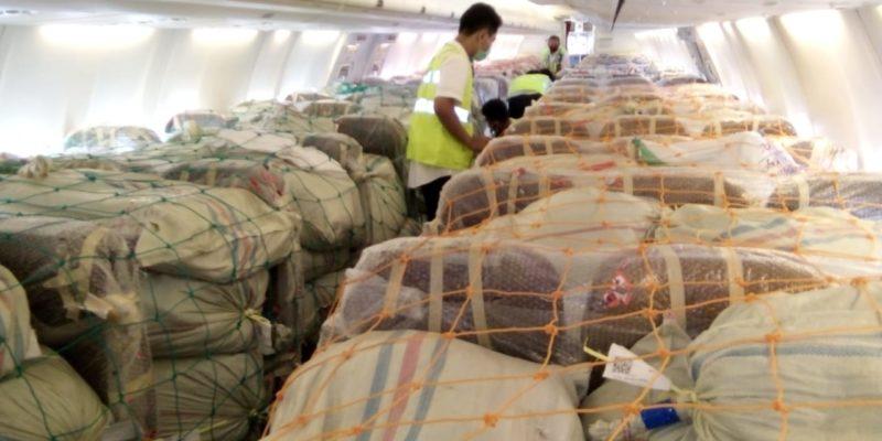 Pesawat penumpang yang beralih fungsi