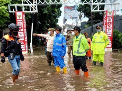 Pengalihan lalu lintas akibat banjir di wilayah DKI Jakarta